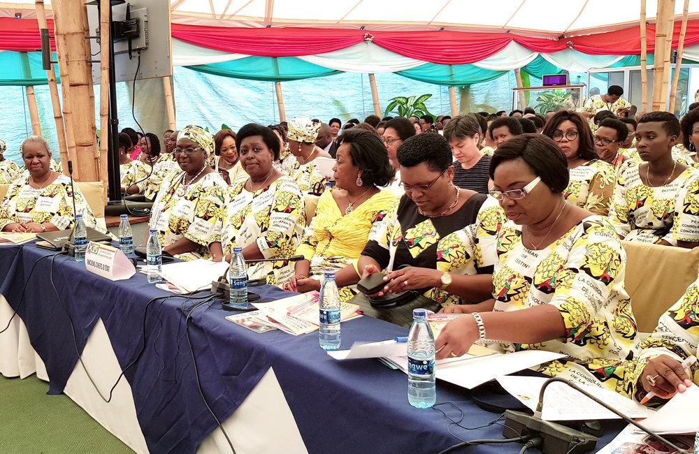 Le secrétaire général adjoint Bintou Keita, à l'extrême gauche, a assisté à la deuxième conférence de la Conférence internationale des femmes à Bujumbura, le 24 octobre 2019. Photo ONU/Napoleon Viban