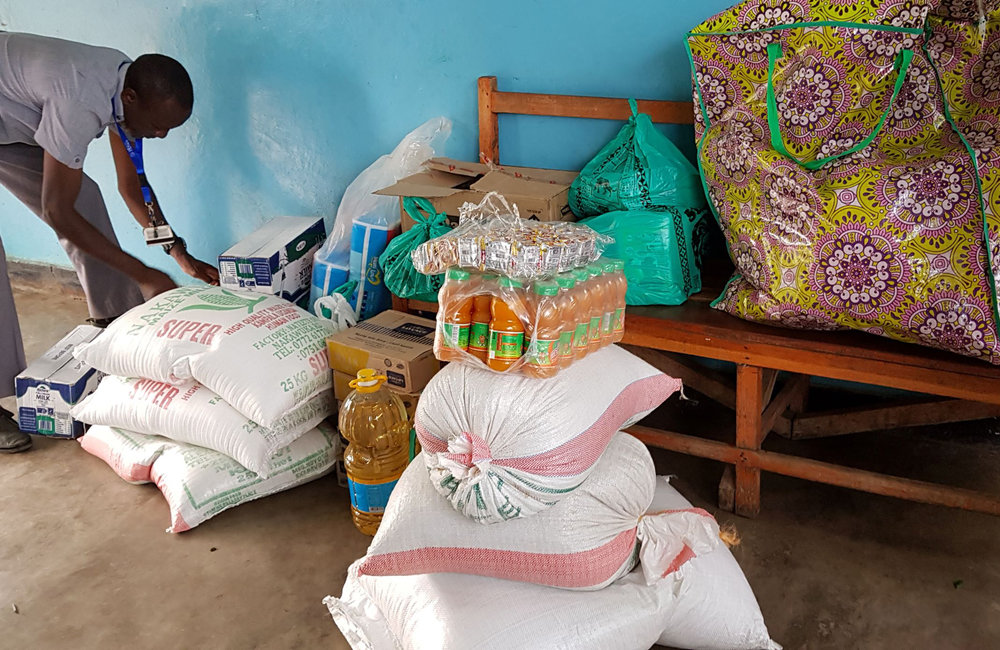 OSESG-B staff donate food items and other necessities to the Jabe Orphanage in Bujumbura on Christmas eve, 10 December 2018. UN Photo/Napoleon Viban
