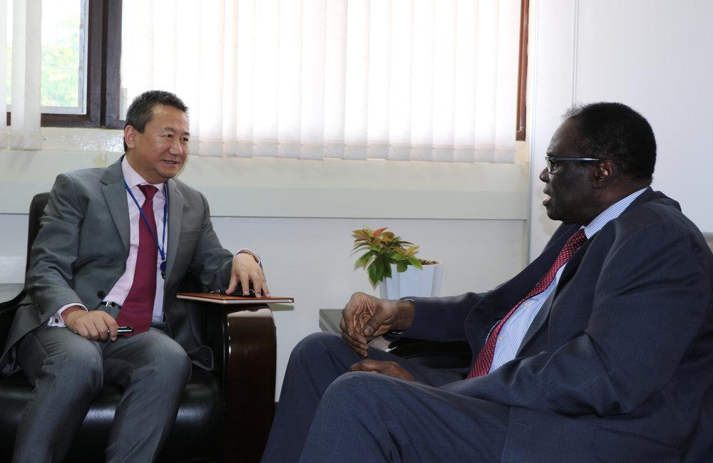 OSESG-GL Special Envoy Huang Xia in a tête-à-tête with his counterpart of OSESG-B in Nairobi, 26 Aug 2019. Photo: UN/E. Mesfin