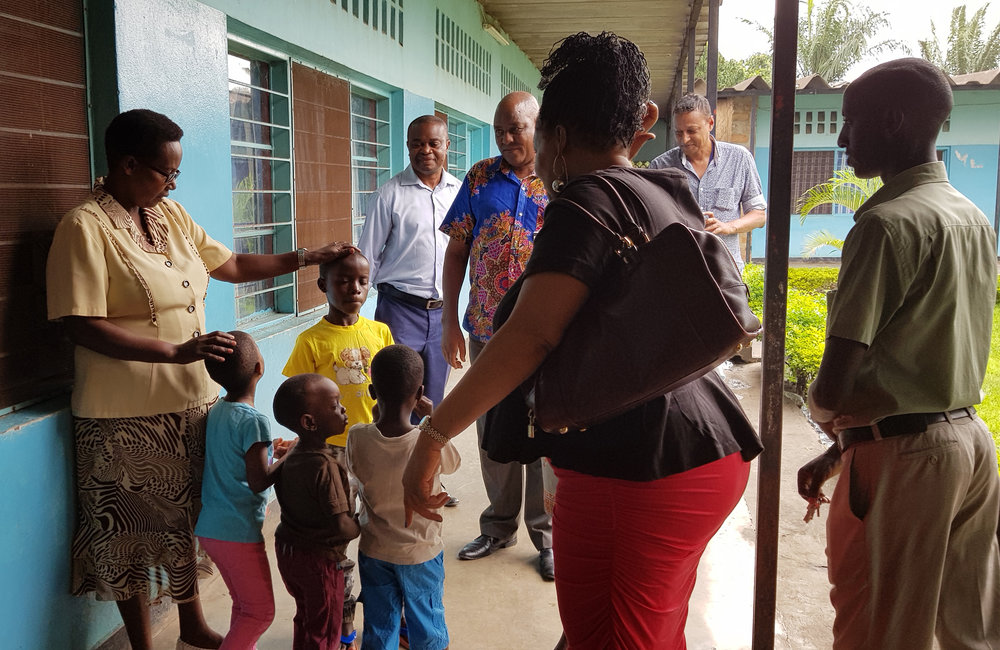 OSESG-B director Yewande Odia and her team visit an orphanage in Bujumbura with gifts on 10 December 2018. UN Photo/Napoleon Viban