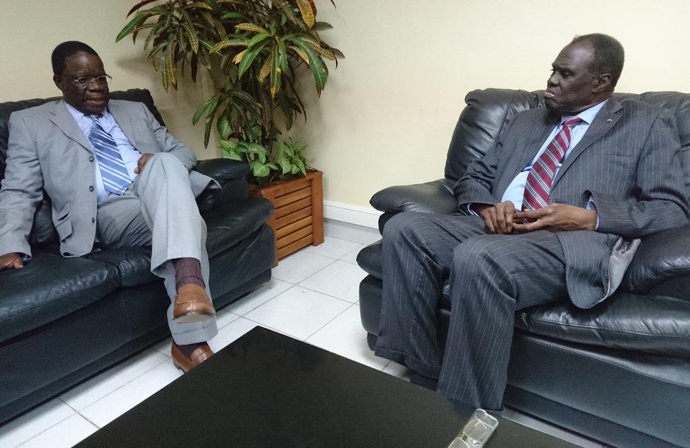 L'envoyé spécial Michel Kafando en réunion à Bujumbura avec le l'Ambassadeur de l'Union Africaine au Burundi, Basile Ikouébé le 4 septembre 2018. Photo: OSESG-B, N. Viban