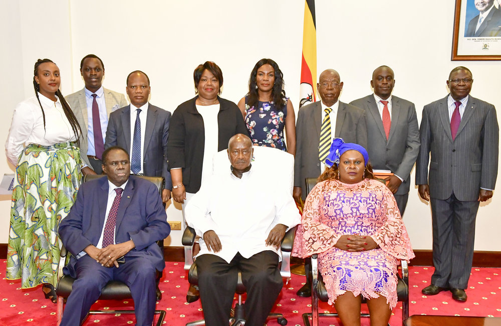 Special Envoy Michel Kafando, EAC Mediator of the Inter-Burundi Dialogue, President Yoweri Museveni (centre) and UN Resident Coordinator Rosa Malingo in group photograph with aides after 23 Aug 2019 discussions in Kampala. Photo: UN/Elshaddai