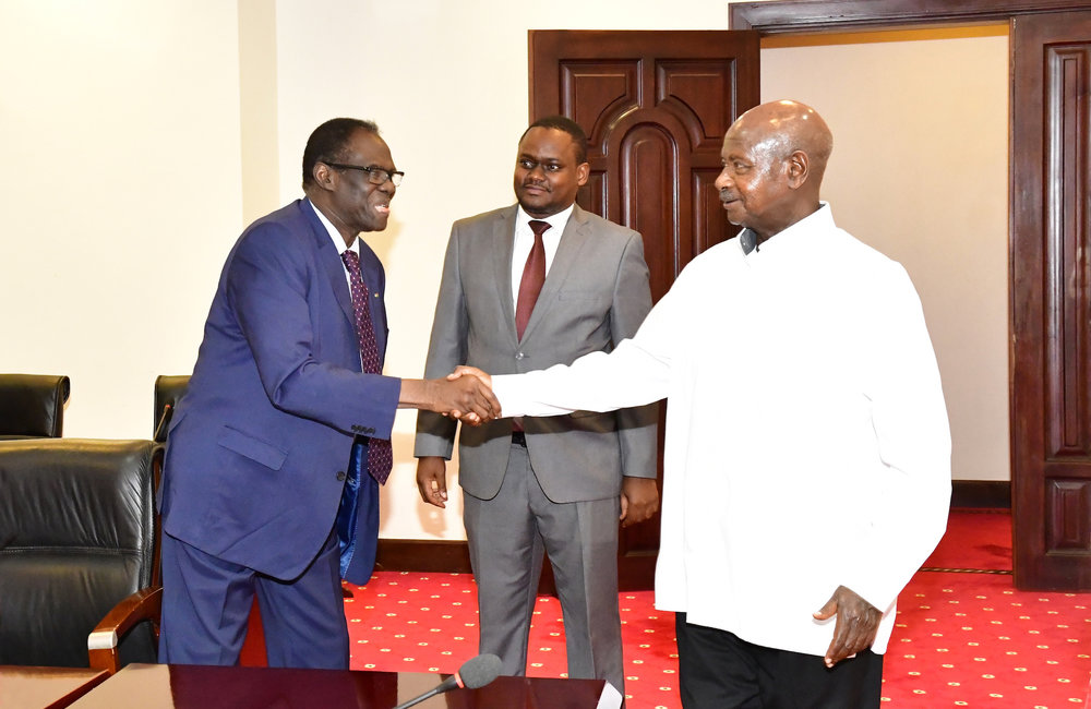 Special Envoy Michel Kafando meets with EAC Mediator of the Inter-Burundi Dialogue, President Yoweri K. Museveni of Uganda, 23 August 2019. Photo: UN/Elshaddai