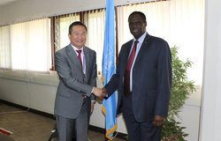 OSESG-GL Special Envoy Huang Xia welcomes his counterpart of OSESG-B for their Nairobi working session on 26 Aug 2019. Photo: UN/E. Mesfin
